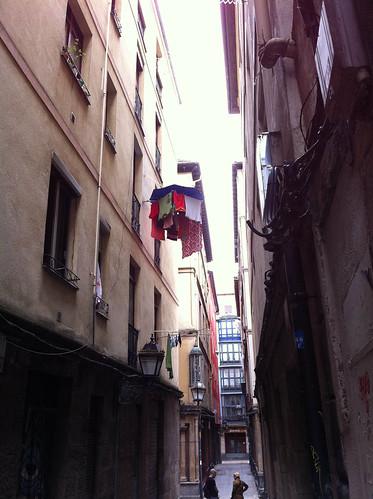 <span>bilbao</span>Ah, comunque a Bilbao, visto che può piovere in qualsiasi momento, si stende con l'ombrello.<br><br><p class='tag'>tag:<br/>luoghi | persone | bilbao | </p>