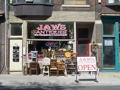 1374 (Airdrie6909) Tags: toronto ontario canada shop store queen jaws antiques 1374