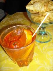 dicesi lo Spritz! (Ivan Minuti) Tags: oliva aperitivo spritz padova arancia veneto aperol patatine spumante stuzzicadenti padovano scorza