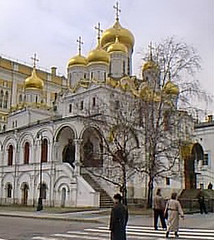 mokrem48 Moscow Russia Kremlin, Annunciation Cathedral 2000 (CanadaGood) Tags: people color colour building church person europe 2000 cathedral russia moscow streetphoto oniondome russian orthodox kremlin moskva 2000s easternorthodox cathedralsquare orthodoxchurch russianorthodox россия russianfederation cathedraloftheannunciation cathedralofthearchangel москва́ canadagood