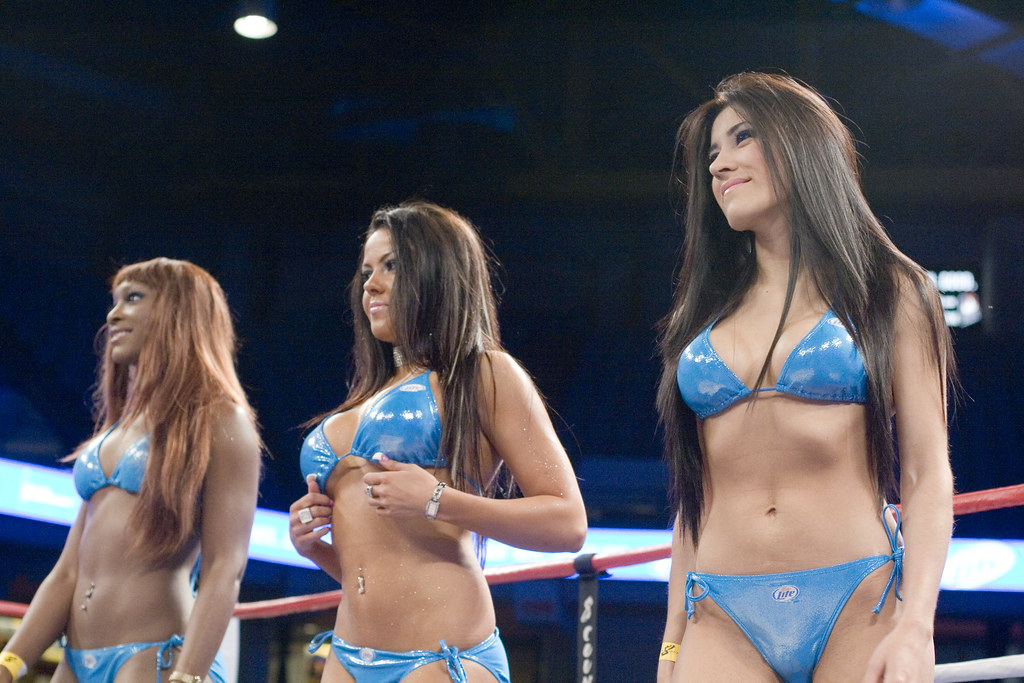 nude girls boxing in the ring