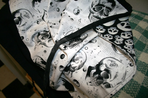 reversible skull apron