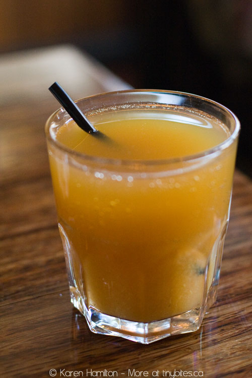 Medina Cafe: organic apple juice