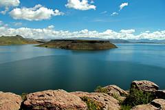 lago umayo 2 (mat56.) Tags: lake water clouds reflections lago landscapes nuvole day per acqua riflessi paesaggi islas puno isola umayo mat56 tiquillaca pwpartlycloudy