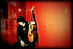 Ross Raiden (Dalmatica) Tags: red portrait musician music male guitar human dalmatica marianatomas dsc0126 seatlepubliclibrary rossraiden