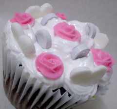 (lul cupcakes) Tags: pink roses cupcakes colours lulu merengue