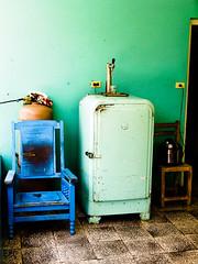 sulla strada (Dario Lucarini) Tags: poverty rio del chair cuba mini 2006 sedia pinar maggio frigo povert
