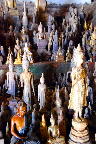 buddhas in lower cave, pak ou