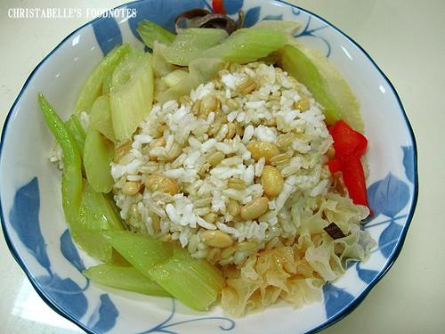 紫金堂香草美人餐D4午黃豆燕麥飯與西芹雙耳