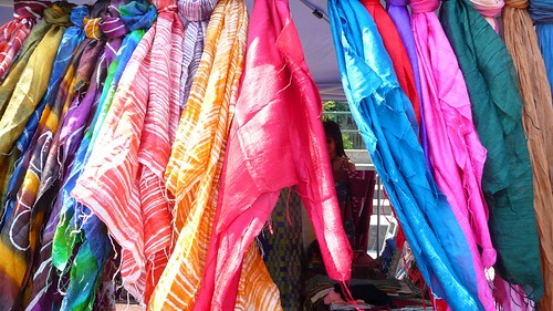 143/222 2009 Shiny silk Thai scarves