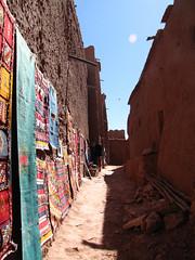 Venta de Tapetes (Carlitos) Tags: africa morocco maroc marruecos ksar kasbah  atbenhaddou soussmassadra  almarib  athbenhadu