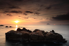 IMG_1106 (sullivan) Tags: sea sky cloud sunlight seascape nature sunrise landscape taiwan 300views taipei 500views    1000views wanli    blackcard   ef1740mmf4lusm 100comments cokinp121m   canoneos400d      newtaipeicity sullivan kenkopro1digitalprowidebandcircularplw kenkopro1digitalprond8w  sullivan suhaocheng