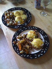 mushroom spinach benedict with cilantro dill tatoes