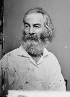 Walt Whitman - por Mathew Brady (algo entre 1855 e 1865), From ImagesAttr