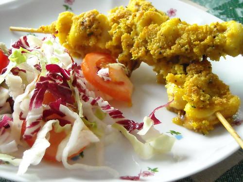 Spiedi di seppioline e totani gratinati al curry
