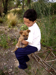 Eduardo y Besito Maoso (Marina Cast.) Tags: friends dog pet love kid child perro mascota eduardo sancarlos nene besitomaoso