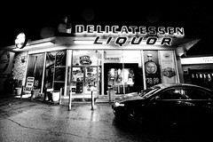 Run Inside for a Six Pack (Thomas Hawk) Tags: california blackandwhite bw usa blackwhite losangeles neon unitedstates 10 unitedstatesofamerica southerncalifornia liquorstore venturablvd fav10 venturaboulevard