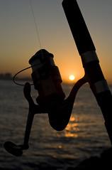 Praia Vermelha - Niterói / RJ (AF Rodrigues) Tags: pordosol sol água brasil riodejaneiro rj mulher ponte garota rodrigues homem adriano pescador niterói senhor baiadeguanabara pescar pescando fimdetarde baia vara ferreira varadepesca afrodrigues