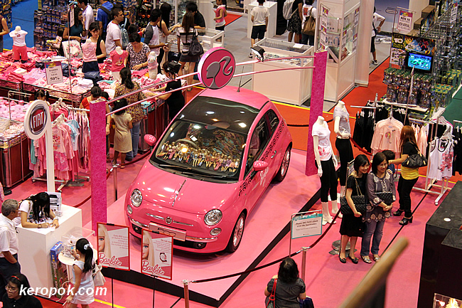 What a pink Fiat 500! It's a barbie doll car.