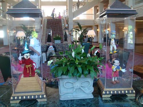 Detalle de muñecos en el Vestíbulo principal del Hotel