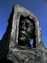 Buste de Jean-François de la Pérouse sur le pont Boieldieu par Jean-Marc De Pas