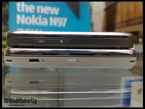 Nokia N97 vs Nokia E75 : Size Comparison Pictures – UnleashThePhones