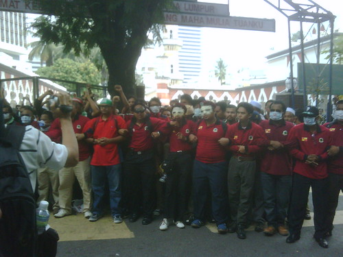 GMI protesters forming a human chain-link by The Edge Malaysia.