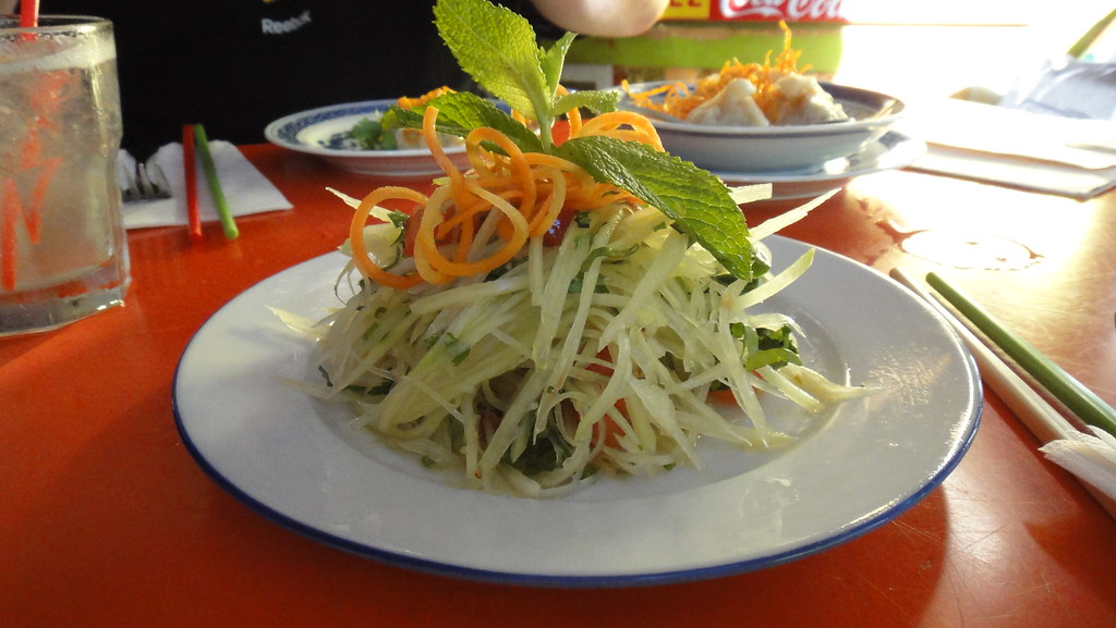 the elephant green papaya salad