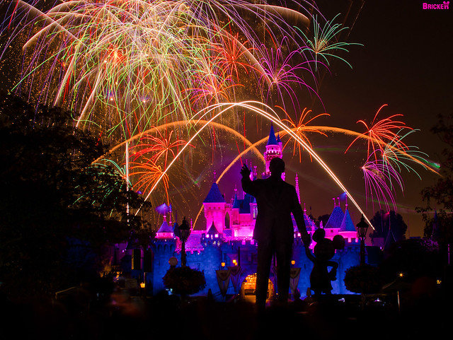 Disneyland - Remember... Dreams Come True! Fireworks Spectacular (145 Second Exposure)