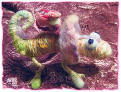 Pukis&Irisleon (borometz) Tags: pink color art wool monster catchycolors toy dragon craft felt plush fantasy tiny needlefelting legend mythology myth handcraft    needlefelted        atelierborometz