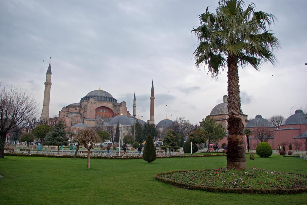 Istanbul, Hagia Sophia museum, Sultanahmet square ...