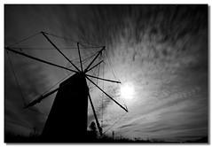 Noche en blanco y negro (Jos Andrs Torregrosa) Tags: blancoynegro noche luna molino nubes sigma1020 losurrutia