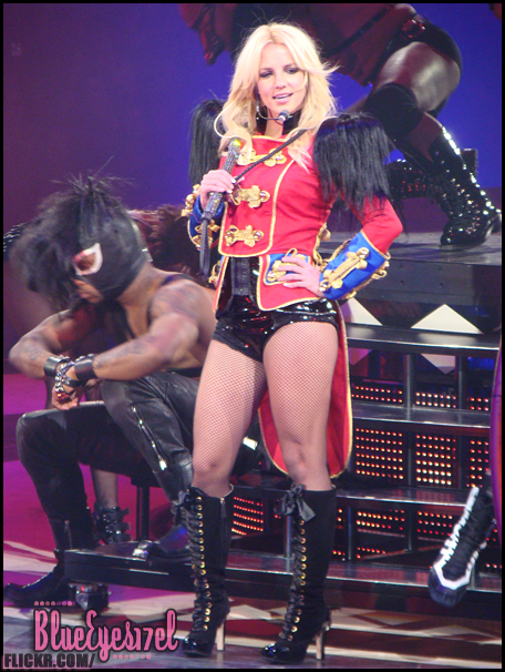 Pictures From The Circus Starring Britney Spears Live In Toronto Image Heavy Ohnotheydidnt Livejournal Page 5