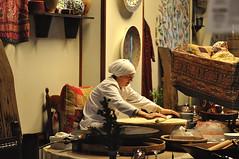 Making fresh bread (Istanbul) (Guillermo Fdez) Tags: turkey bread istanbul fresh pan fresco estambul truquia