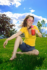 145/365 May 25, 2009 (laurenlemon) Tags: summer portrait me girl grass outside interestingness colorful sunny 365 smoothie memorialday 365days explored strobist may09 andblueskies canoneos5dmarkii laurenrandolph laurenlemon ilovefruitydrinks shouldawornshoes
