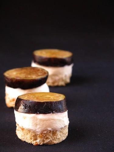 """Mini """"cheesecake"""" con fichi, robiola e miele di corbezzolo"""