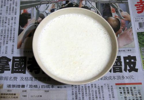 豆漿配報紙