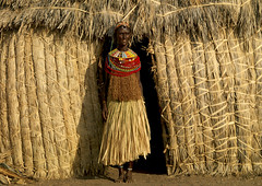 An El Molo woman is hidden on this picture...Can you guess where? (Eric Lafforgue) Tags: africa people woman house beads kenya african culture tribal hut tribes bead afrika tradition tribe ethnic maison kenia tribo thatched afrique ethnology tribu eastafrica rift beadednecklace qunia 2261 lafforgue ethnie  qunia    beadsnecklace kea   africa east  a