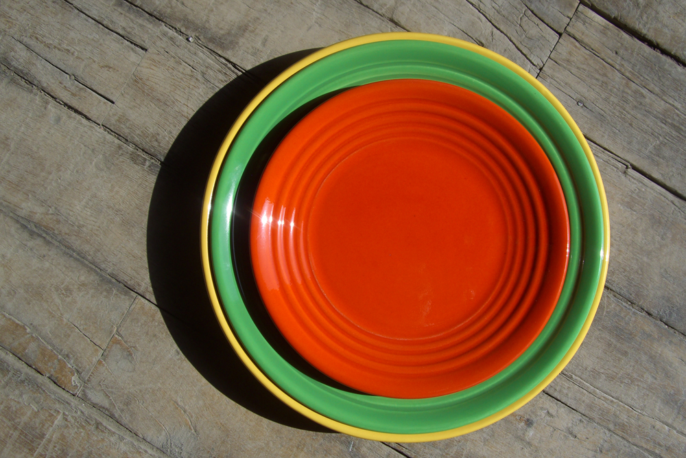 "10"" Luncheon Plate in Parrot Green"