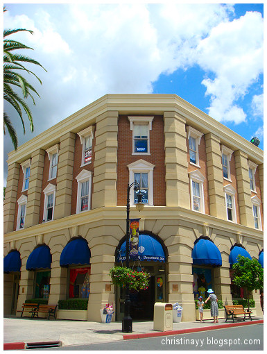 Warner Bros Movie World: Department Store