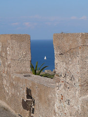 Sail boat from Milazzo (MarkE_T) Tags: castle sailboat sicily milazzo