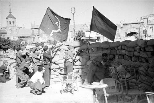 Barricada en Zocodover en 1936. Fondo del Estudio Fotográfico Alfonso. Archivo General de la Administración. Ministerio de Cultura