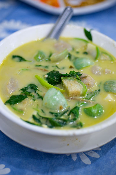 Green curry with fish dumplings, Krua Apsorn, Bangkok