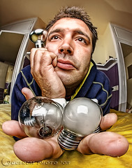 no hay ideas ya...  (9 explorer) (Roger costa) Tags: light portrait luz photoshop self comic retrato humor autoretrato davehill bombilla sigma8mm canoneos50d rogercm rogercosta rogercostamorera rugercmgmailcom