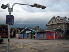 former (Exxon?) gas station - Charleston WV (Stu_Jo) Tags: gasstation charleston wv westvirginia gas station former repurposed exxon adaptive reuse adaptivereuse ranchstyle fishmarket