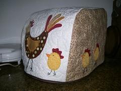 CaPa MáQuInA dE pÃo... (DoNa BoRbOlEtA. pAtCh) Tags: galinha quilt borboleta pintinhos aplicação denyfonseca capamáquinadepão livredona