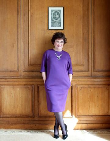 Susan Boyle sexy vestido morado