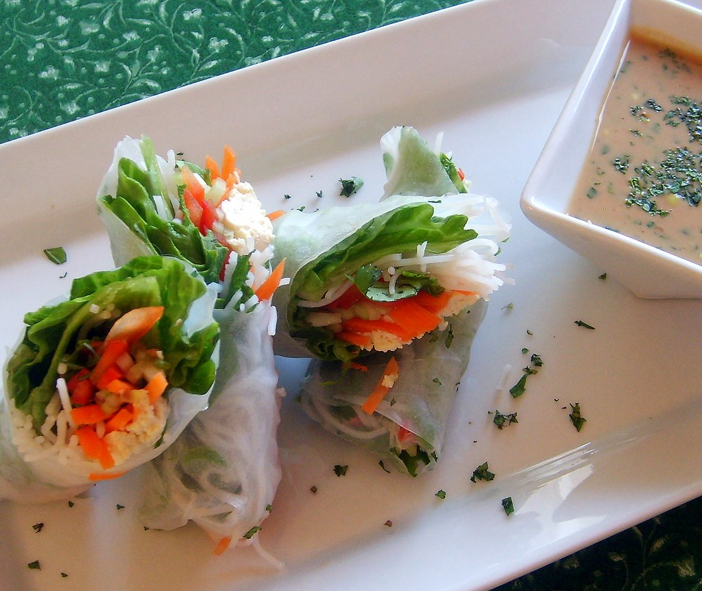 Vietnamese Summer Rolls with Peanut Sauce | Leafy Greens and Me