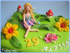 Topper torta Elfo / Topper Elf cake (close-up) (Fantasticakes (Ccile)) Tags: birthdaycake elfo fairycake noveltycake sugarpasteflowers tortasdecoradas tortedecorate elfecake