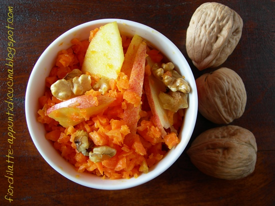 Insalata di carote, mele e noci - Carrots, apples and walnuts salad
